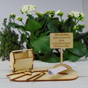 Geld - Gutschein Geburtstagsgeschenk Werkzeugkasten mit Aufschrift:  - Handarbeit kaufen