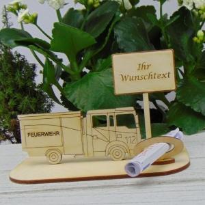Feuerwehrauto Geld - Gutscheingeschenk ★ für Feuerwehrfrauen mit Namen   ★  aus Holz mit Aufschrift Jubiläum Feuerwehr Personalisiert    - Handarbeit kaufen