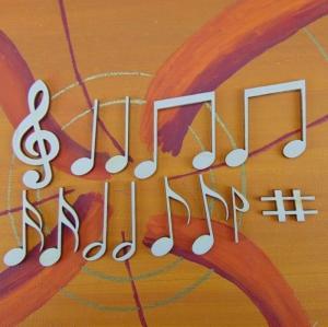 Musikalische Dekoration ★ 13 er Set - 12 Noten 42 mm und 1 Notenschlüssel 60 mm ★ zum Verschenken für ein Jubiläum oder selbst dekorieren  - Handarbeit kaufen