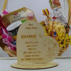 """Personalisiertes Freundschafts-Herz aus Holz mit der Aufschrift: """"Das kleine Wort Danke findet zu dir...  - Handarbeit kaufen"""