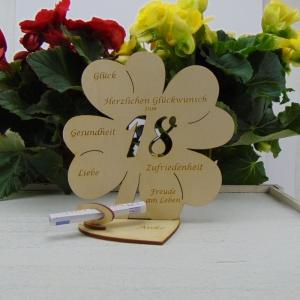 Geldgeschenk ♥ Zum 18. Geburtstag ♥ Naturholz graviertes Kleeblatt 16 cm mit Herz Personalisiert, Geschenk  mit eigenen Namen  - Handarbeit kaufen