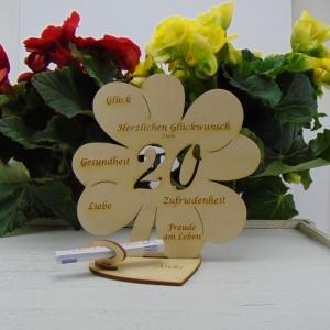 Geldgeschenk ♥ Zum 20. Geburtstag ♥ Naturholz graviertes Kleeblatt 16 cm mit Herz Personalisiert, Geschenk  mit eigenen Namen - Handarbeit kaufen