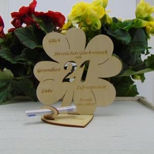 Geldgeschenk ♥ Zum 21. Geburtstag ♥ Naturholz graviertes Kleeblatt 16 cm mit Herz Personalisiert, Geschenk  mit eigenen Namen  - Handarbeit kaufen