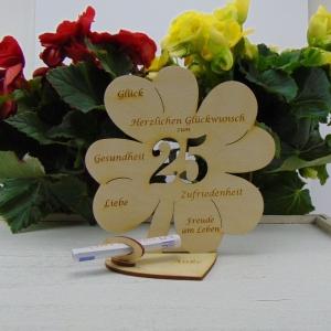 Geldgeschenk ♥ Zum 25. Geburtstag ♥ Naturholz graviertes Kleeblatt 16 cm mit Herz Personalisiert, Geschenk  mit eigenen Namen  - Handarbeit kaufen