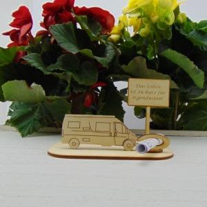 ♥ Geldgeschenk ♥ Van Wohnmobil aus Holz Gutscheingeschenk mit Ortsschild gravierter Spruch Das Leben ist zu kurz für irgendwann - Handarbeit kaufen