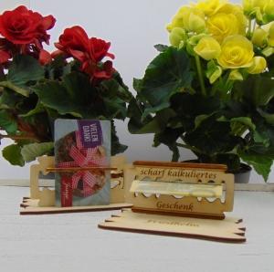 Geschenk  für Männer mit Personalisierung ♥ Zum Geburtstag Prüfung Führerschein Abi  ♥ Naturholz gravierte Rasierklinge - Handarbeit kaufen