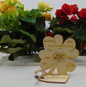 Geldgeschenkset ♥ Kleeblatt 11,7 cm ♥ Herzlichen Glückwunsch zum 52. Geburtstagszahl  ♥ mit Personalisierung - Handarbeit kaufen