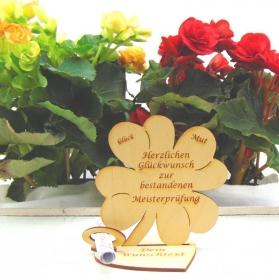 Geldgeschenk oder Gutschein  ♥ Kleeblatt aus Birkenholz ♥ Herzlichen Glückwunsch zur bestandenen Meisterprüfung ♥ mit Personalisierung - Handarbeit kaufen