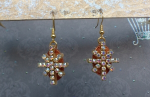 Ohrringe Dolores - handgefertigte Hänge-Ohrringe in Gold/Bronze aus UV-Harz mit Strass-Verzierungen
