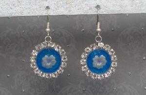 Ohrringe Marlen - handgefertigte Ohrhänger in blau mit kleiner Blume