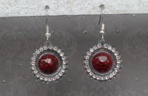 Ohrringe Regina - handgefertigte Ohrhänger in rot und schwarz mit Strassumrandung
