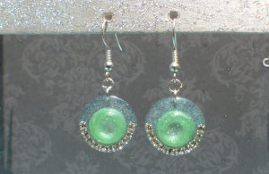 Ohrringe Missy - handgefertigte Ohrhänger in zwei Grüntönen, verziert mit Strass