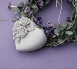 Beton Deko Herz mit Rosen - ein romantisches Geschenk -