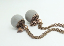 Halskette mit Betonkugel & Charm in antikkupfer