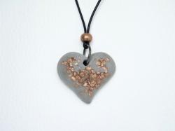 Halskette Beton Herz mit kupferfarbenen Akzenten