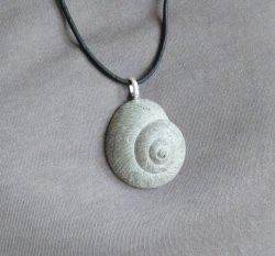 Halskette Beton Schneckenmuschel - grau - handgefertigt