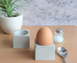 Moderne Beton Eierbecher schlicht - quadratisch -