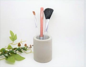 Kleines Beton Utensilo - Vase - modern, vielseitig, handgegossen.