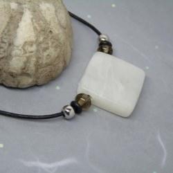 Halskette Speckstein  Anhänger weiß - quadratisch - handgefertigt