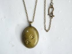 Halskette *Pfötchen & Kristall* - handmodelliert - Vintage-Bronze -