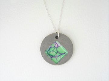 Halskette Beton  - flowing drops - grün - handgefertigt -