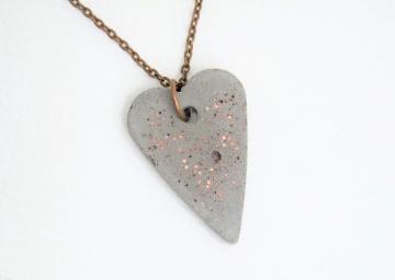 Halskette Beton Herz mit Glaskristallen - kupfer - handgefertigt