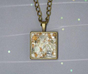 Halskette mit Speckstein und Glaskristall Chatons - vintagebronze - handgefertigt