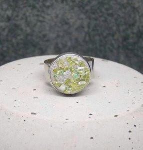 Beton Ring & Muschel-Perlmutt grün - handgefertigt