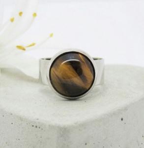 Stylischer Ring mit wunderschönem Tigerauge Cabochon