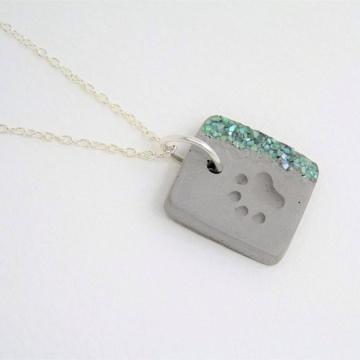 Halskette mit Pfotenmotiv & Muschelperlmutt - Farbwahl - Beton - handgefertigt -
