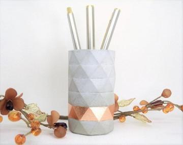 Beton Stiftehalter mit Blattmetall - kupfer - geometrisches Muster - Beton Utensilo - handgefertigt