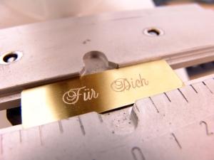 Messing-Schild inkl. Gravur - 60 x 20 mm - Selbstklebend - z.B. als Namensschild für Briefkasten, Klingel und Haustür - Kostenloser Versand - Handarbeit kaufen
