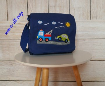 Wunderschöne Kindergartentasche / KidsBag bestickt mit einem Auto das abgeschleppt wird