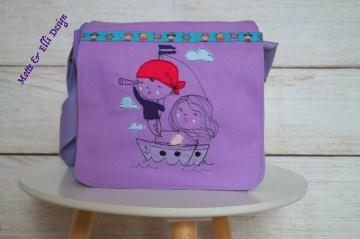 Wunderschöne Kindergartentasche / KidsBag bestickt mit Piratenmaus am Strand Zuckersüße Piratenmaus am Strand mit Palme und Krebs