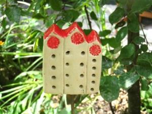 Bienenhotel,Insektenhotel oder Insektenhaus aus Keramik