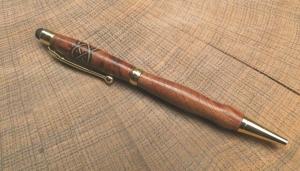 handgedrechselter Holzkugelschreiber, edles Schreibgerät mit keltischem Knoten