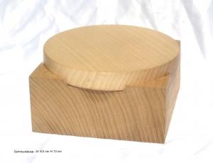 handgdrechselte Holzdose aus Nussbaumholz mit Deckel