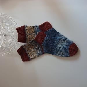 Gestrickte Socken - Gr. 38/39 - mit Silbereffekt und eingestrickten Herzen - Fairisle, Kuschelsocken handgestrickt  by la piccola Antonella