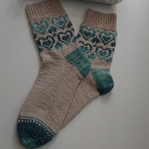 Handgestrickte Wollsocken in Gr. 40/41 mit eingestrickten Herzen - Fairisle, Handmade by la piccola Antonella
