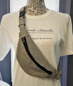 Bauchtasche im Streifendesign ,  auch als Crossbag tragbar , verstellbarer Tragegurt und Steckschließe , Gr. S