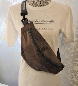 Bauchtasche aus weichem Kunstleder in antik braun ,  auch als Crossbag Umhängetasche tragbar , verstellbarer Tragegurt mit Karabiner , Gr. L