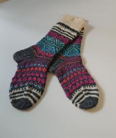 Handgestrickte  dicke bunte Wollsocken - Stricksocken  Gr. 38/39 - gestrickte Socken mit Herzen - Fairisle ,  handgestrickt von la piccola Antonella