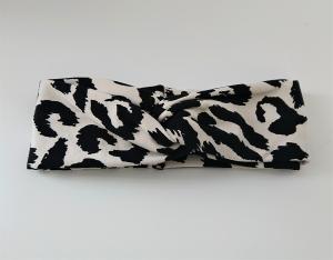 Stirnband genäht aus Baumwolle mit Animal Print , doppelläufig mit Twist in schwarz / weiß , Handmade by la piccola Antonella - Handarbeit kaufen