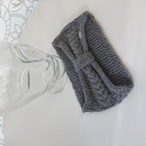 Gestricktes Stirnband mit Zopfmuster und gerafften Twist in grau ,  handgestrickt aus  100% Alpaka ,  handmade by  la piccola Antonella - Handarbeit kaufen