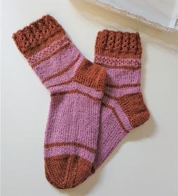Handgestrickte  dicke  Socken aus 6 - fach Sockenwolle  in Rosa / Braun - Socken Gr. 38/39 mit dekorativem Bündchen ,  handmade by  la piccola Antonella - Handarbeit kaufen