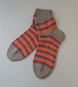 Gestrickte Socken aus Baumwolle in grau/beere/orange  mit kurzen Schaft , Gr. 40/41 , handgestrickt von la piccola Antonella - Handarbeit kaufen