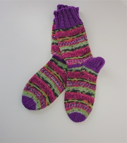 Gestrickte dicke Socken aus 8 - fach Sockenwolle mit Farb Verlaufsgarn rosa pink lila grün -  Gr. 38/39 , Kuschelsocken handgestrickt von  la piccola Antonella