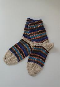 Gestrickte bunte dicke Socken aus 6-fach Sockenwolle in blau orange türkis  -  Gr. 38/39 , handgestrickt von  la piccola Antonella