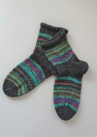 Gestrickte bunte dicke Socken aus 6-fach Sockenwolle mit Rollrand in türkis grün grau  -  Gr. 38/39 , handgestrickt von  la piccola Antonella