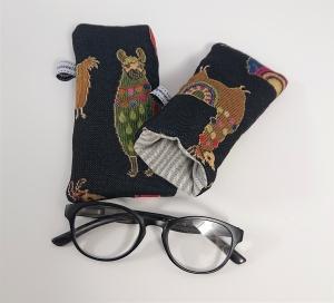 Brillenetui genäht in schwarz blau mit bunten Lamas, 1 Stück, Handmade by la piccola Antonella - Handarbeit kaufen